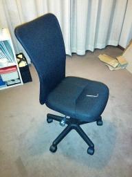 組み立てた椅子